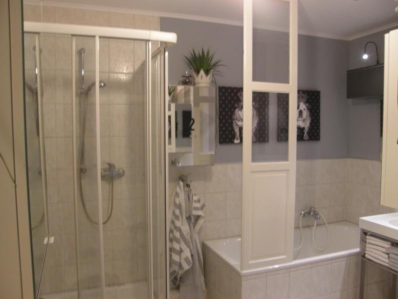 Vollbad mit Dusche und Badewanne