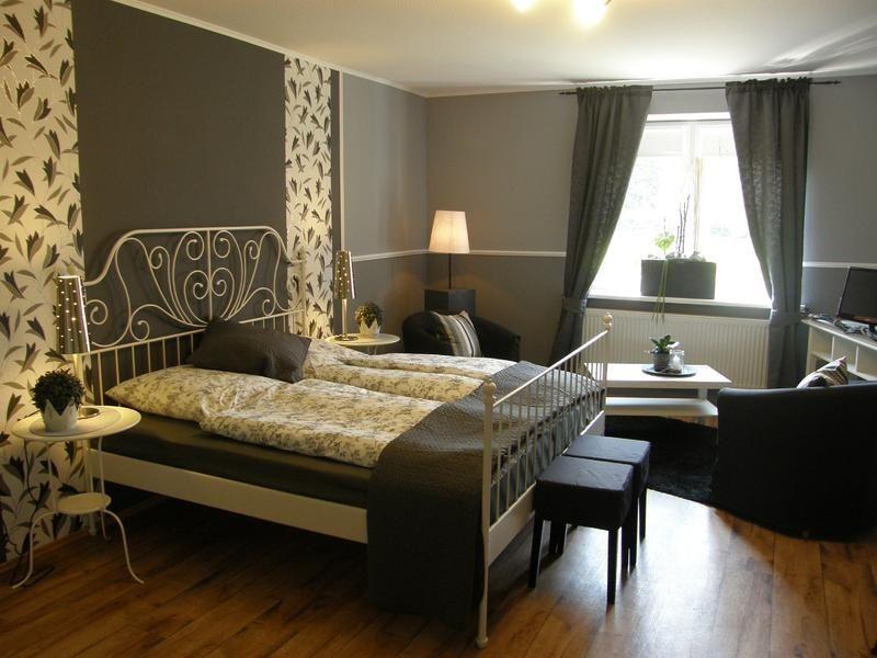 herrliche Bettanlage mit Sitzecke im Zimmer 1
