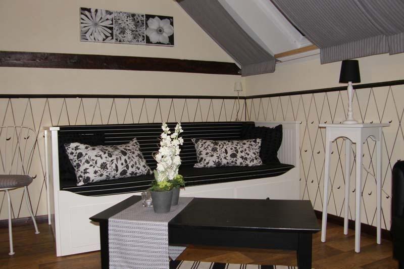 Praktisches Schlafsofa mit Bettkasten für ein oder zwei Personen