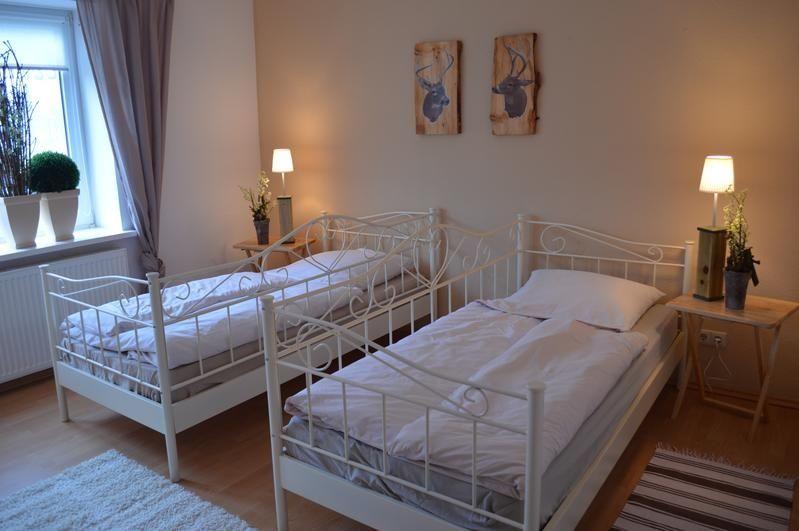 Eins der drei Schlafzimmer mit zwei Betten